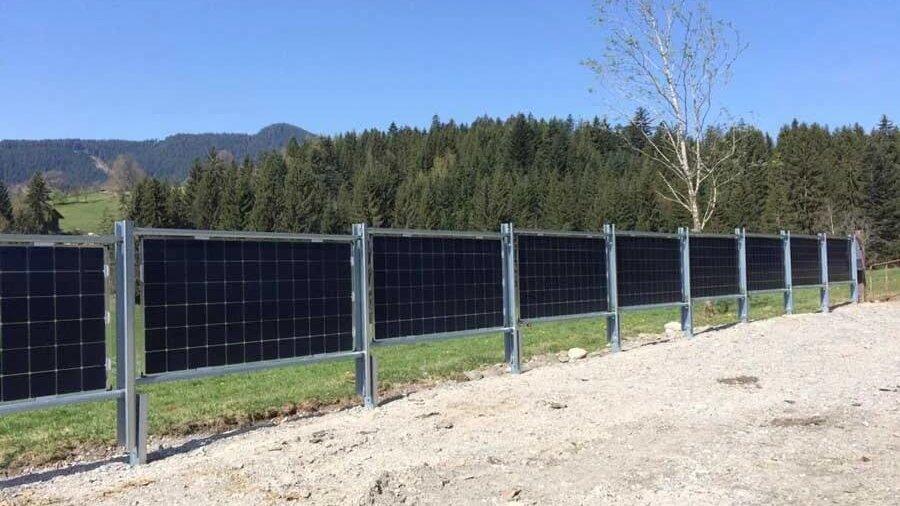 Solarzaun in Reith bei Kitzbühel, Österreich / Solar fence in Reith, Kitzbühel, Austria (Elektrotechnik Leitinger)