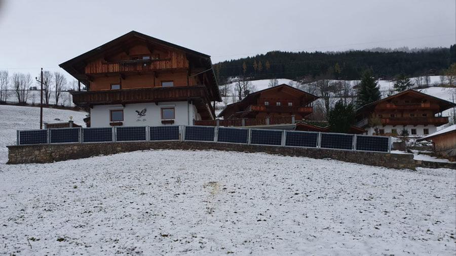 Solarzaun / Solar fence in Alpbach, Österreich (Elektrotechnik Leitinger)